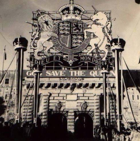 city gate god save