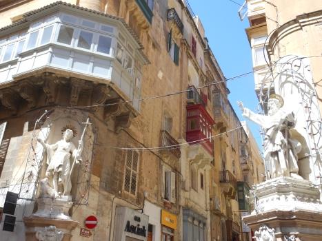 angle st paul statues
